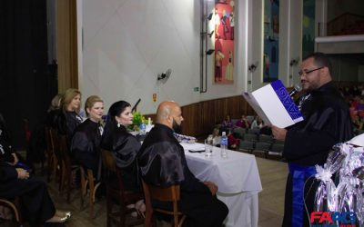 Em sessão solene, alunos da FAAG colam grau