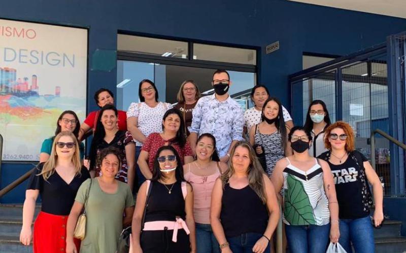 Alunos de Pedagogia do Polo da FAAG de Cabreúva visitam campus em Agudos