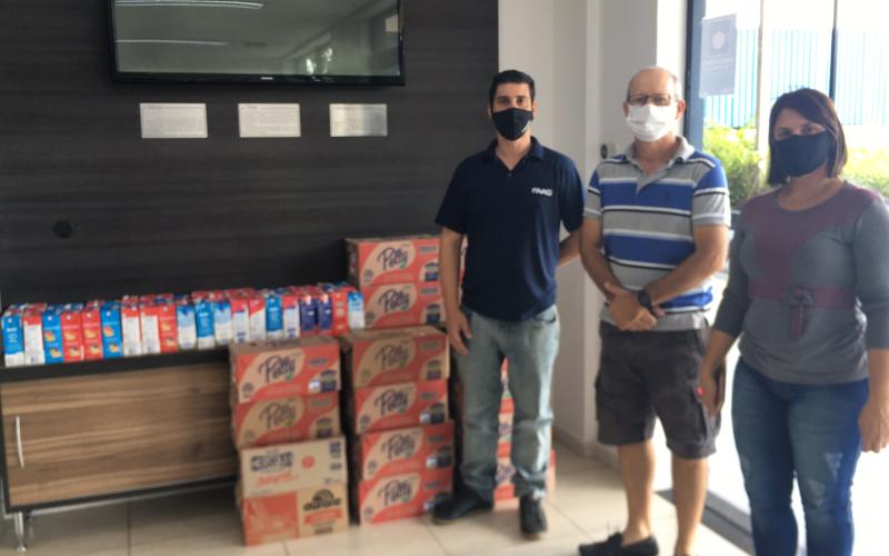 FAAG doa 265 litros de leite à Associação do Câncer de Agudos